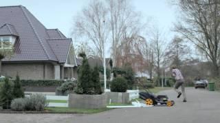 Nederlandse Coolblue TV-reclame: op hol geslagen grasmaaier