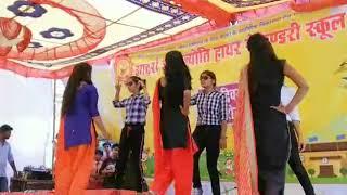 Ladki kyu na Jane kyu ladko se nahi Hoti dance program in Adarsh Gyan Jyoti h .s school lolri