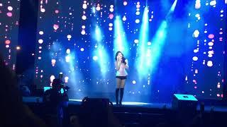 """Chi Pu hát live """" Anh ơi ở lại """""""