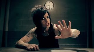 Смотреть клип Falling In Reverse - The Drug In Me Is You