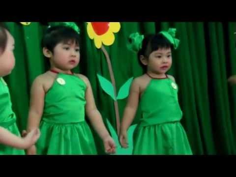 Phan Khánh Băng múa Chú ếch xanh