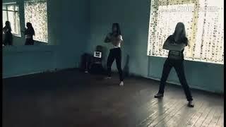 танец под песню мокрые кроссы Тима Белорусских