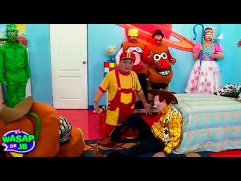Arturito nos muestra sus juguetes en el Wasap de JB