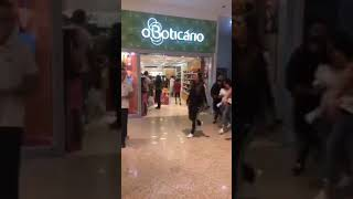 Anitta no Norte Shopping em Salvador.