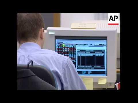 UK: LONDON: STOCK MARKET DOWN