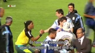 Messi in de war door 'Ronaldinho' | NOS WK Voetbal
