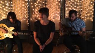 Gambar cover Dollys performs 'Friendly' (acoustic version)