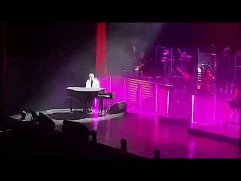 Barry Manilow - I Write The Songs (Bruce Johnston Cover). Live at London O2.