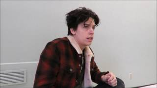 riverdale on set interview with lili reinhart and cole sprouse on betty and jughead s romance