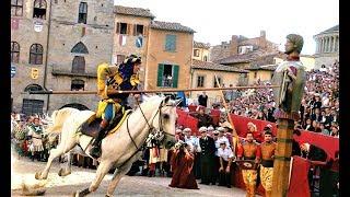 Мой друг живет В Италии в городе Ареццо, где проходят рыцарские турниры и блошиные рынки.