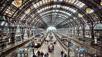 A Walk Around The Milan Central Rail Station / Milano Centrale