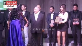 لطيفة وأمينة ورامى جمال يحصدون جوائز الأفضل فى مهرجان الأغنية المصورة