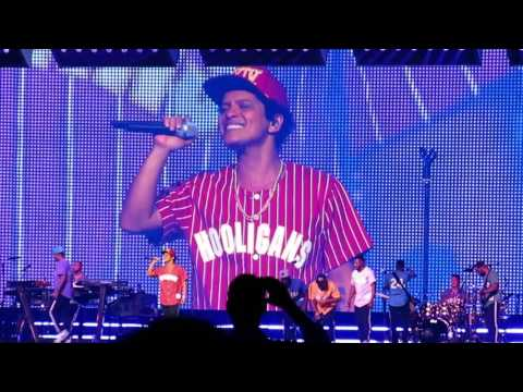Bruno Mars - Just The Way You Are Live @ Tacoma Dome, WA 2017