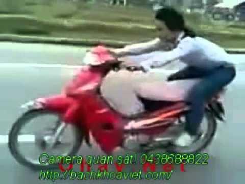 Biểu diễn Xiếc trên xe máy.