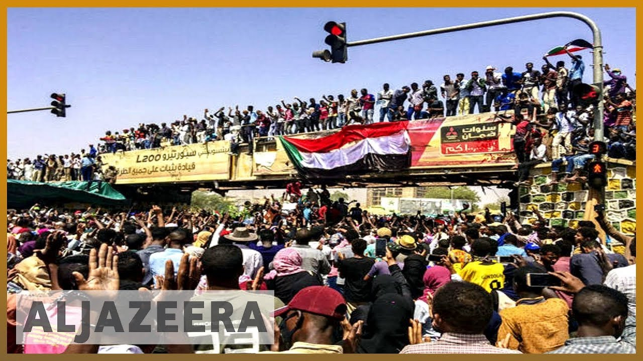 Sudan: Security forces crack down on surging anti-Bashir protests | Al Jazeera English