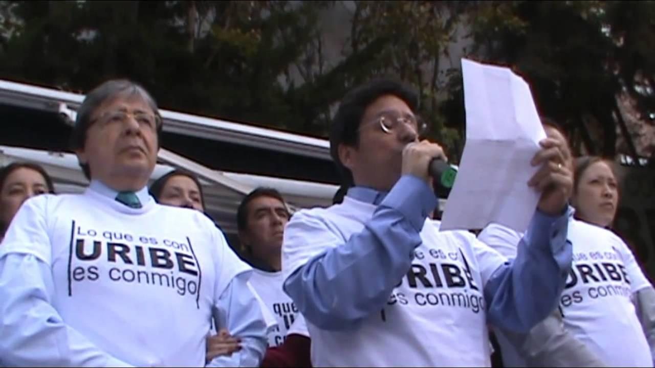 Centro Democrático dice: Lo que es con Uribe es conmigo en tarima - YouTube