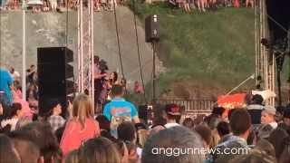 Anggun singing Cesse la Pluie at Live Résonance in Fécamp