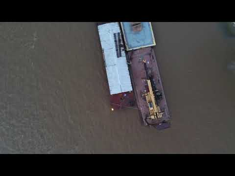 Parrot Anafi - zoom demonstration on work barges