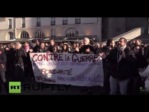 LIVE: Scuffles erupt at banned pro-refugee demo in Paris