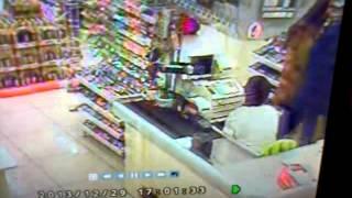 29 декабря 2013 год. Кассир украла деньги. Супермаркет Мир Еды. Челябинск.