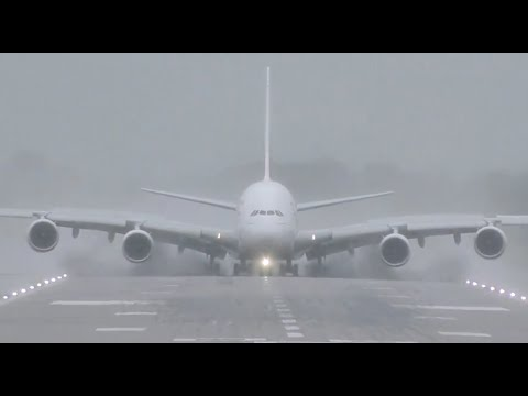 Airbus A380 Powerful Reverse thrust Spray What a beast !