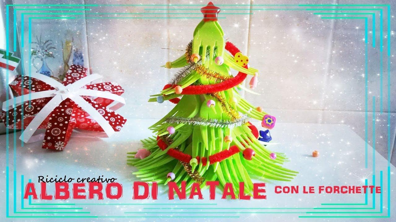 Addobbi fai da te mini albero di natale con forchette di for Addobbi natalizi con bicchieri di plastica