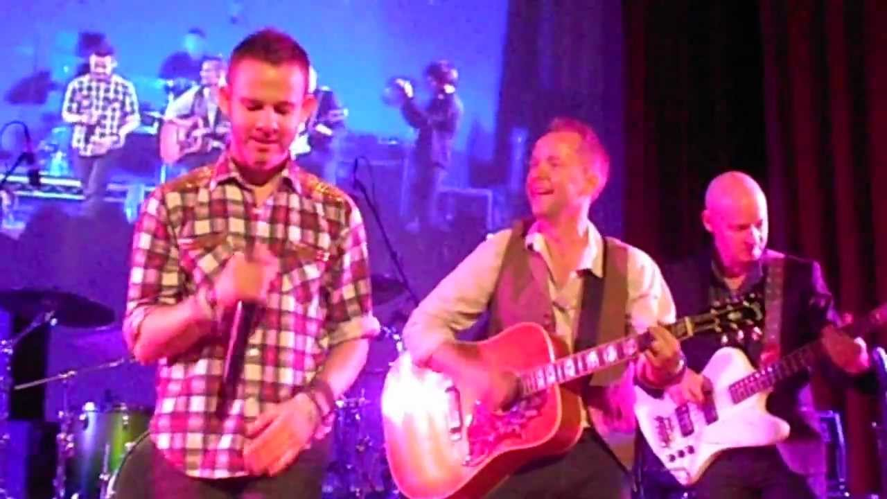 Dominic Monaghan singing