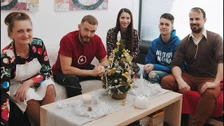A traditional family on Christmas | Zrebný & Frlajs
