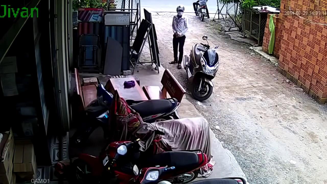 ऐसी बाइक चोरी देखकर आप को भी घभराहट होने लगेगी
