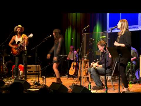 """ETown Finale With Shakey Graves & Heather Maloney - """"You're The One That I Want"""" (Live On ETown)"""