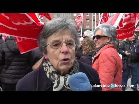 Concentración de pensionistas frente a la Seguridad Social de Salamanca