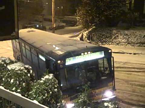 Thumbnail: Sliding Cars in Seattle Snow on 11/22/10