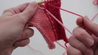Twist The Yarn Together - How-to Make An Intarsia Color Change While Knitting.