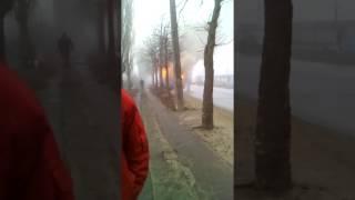 Машина,фура,горит на дороге.
