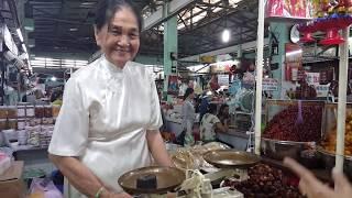 Chợ Nguyễn Tri Phương tràn ngập đồ bán Tết Kỷ Hợi 2019   ghé Tiệm Mứt Tết truyền thống