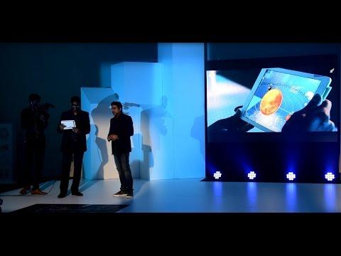 Maurice plonge dans la réalité virtuelle avec EON Reality