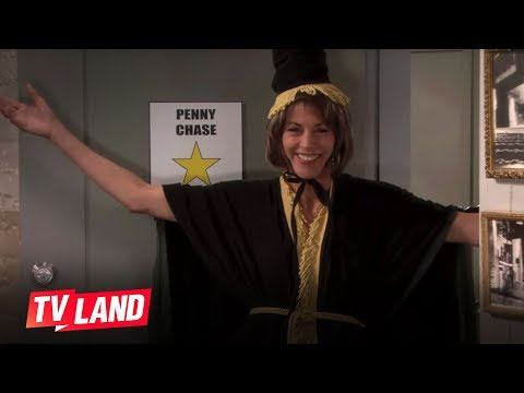 Hot in Cleveland Blooper: Wendie Malick Pranks Carol Burnett