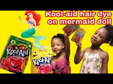 Dying mermaid dolls hair with kool-aid for kids Hair dye experiment