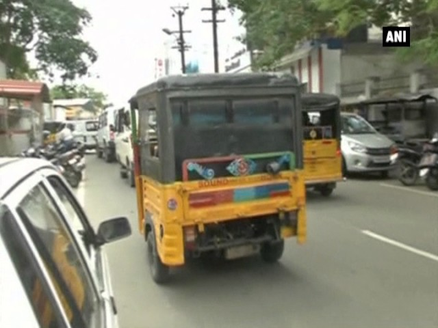 Chennai Auto Driver With Degree In Tamil Literature  Offers Free     Chennai Auto Driver With Degree In Tamil Literature  Offers Free Rides To  Kids   Pregnant Women   Indiatimes com