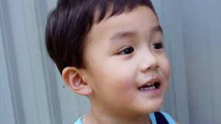 Edmund Wei Zen Yang singing a popular chinese song when he was three years old.