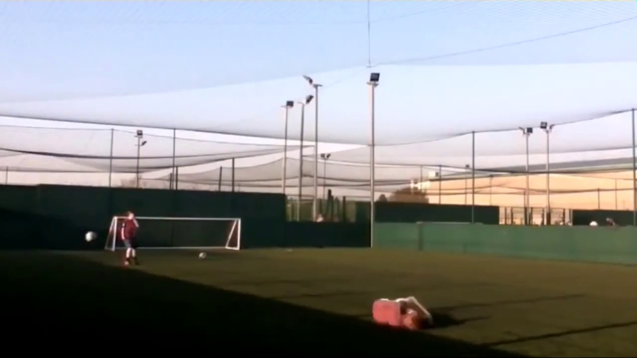 Fußball ins Gesicht XD [Witzige Videos/Witziger Sport Unfall]