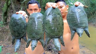 Amazing! Find n catching Spiny Softshell Turtle in deep hole then Cooking Soup in forest