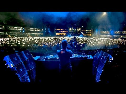 Dr. Dre ft. Snoop Dogg - Still D.R.E. (W&W Festival Mix) / Live @ HARDWELL World Biggest Guest List.