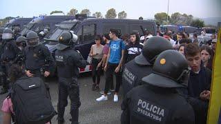 Mossos_cargan_contra_manifestantes_en_el_exterior_de_El_Prat