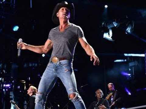 Tim McGraw 'Swats' Front-Row, Jean-Ripping Fan