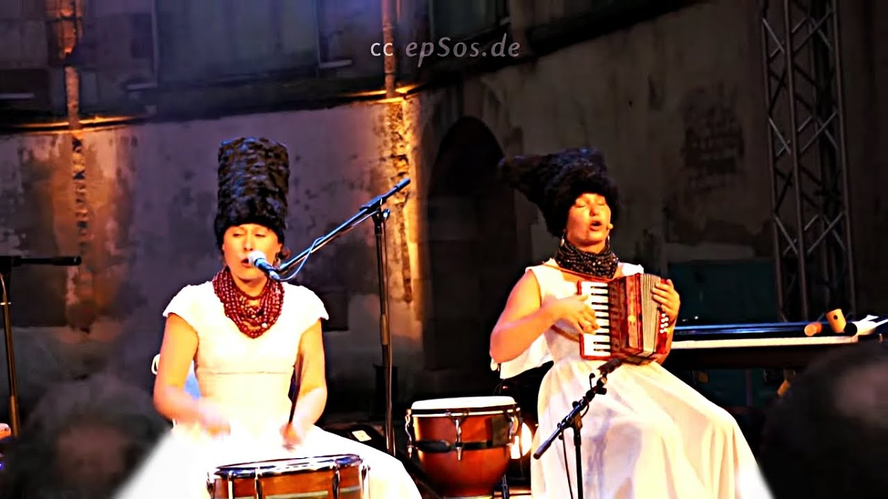 Ukrainian girls singing Georgian song - YouTube