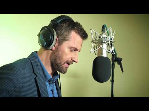 Behind the s with Richard Armitage as he performs 'Dr Jekyll and Mr Hyde'