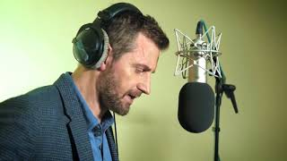 Behind the scenes with Richard Armitage as he performs