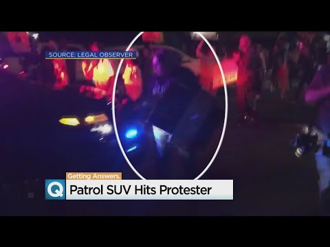 Sacramento Sheriff's Patrol Vehicle Hits Activist - 동영상