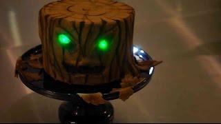 Gruselige Baumstumpftorte - Halloween Fondant Torte mit LEDs - Baumstamm Torte - Kuchenfee